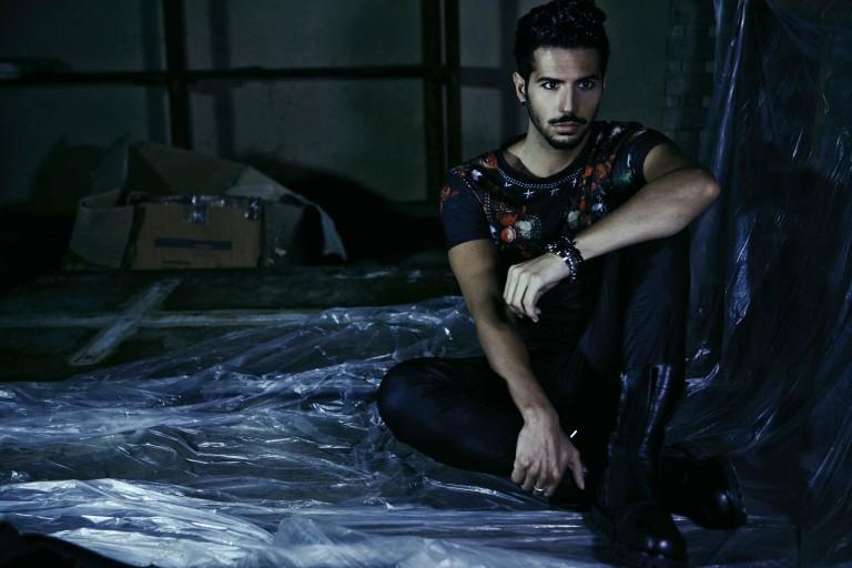Outfit Dark da uomo reinterpretato da Deni Beat