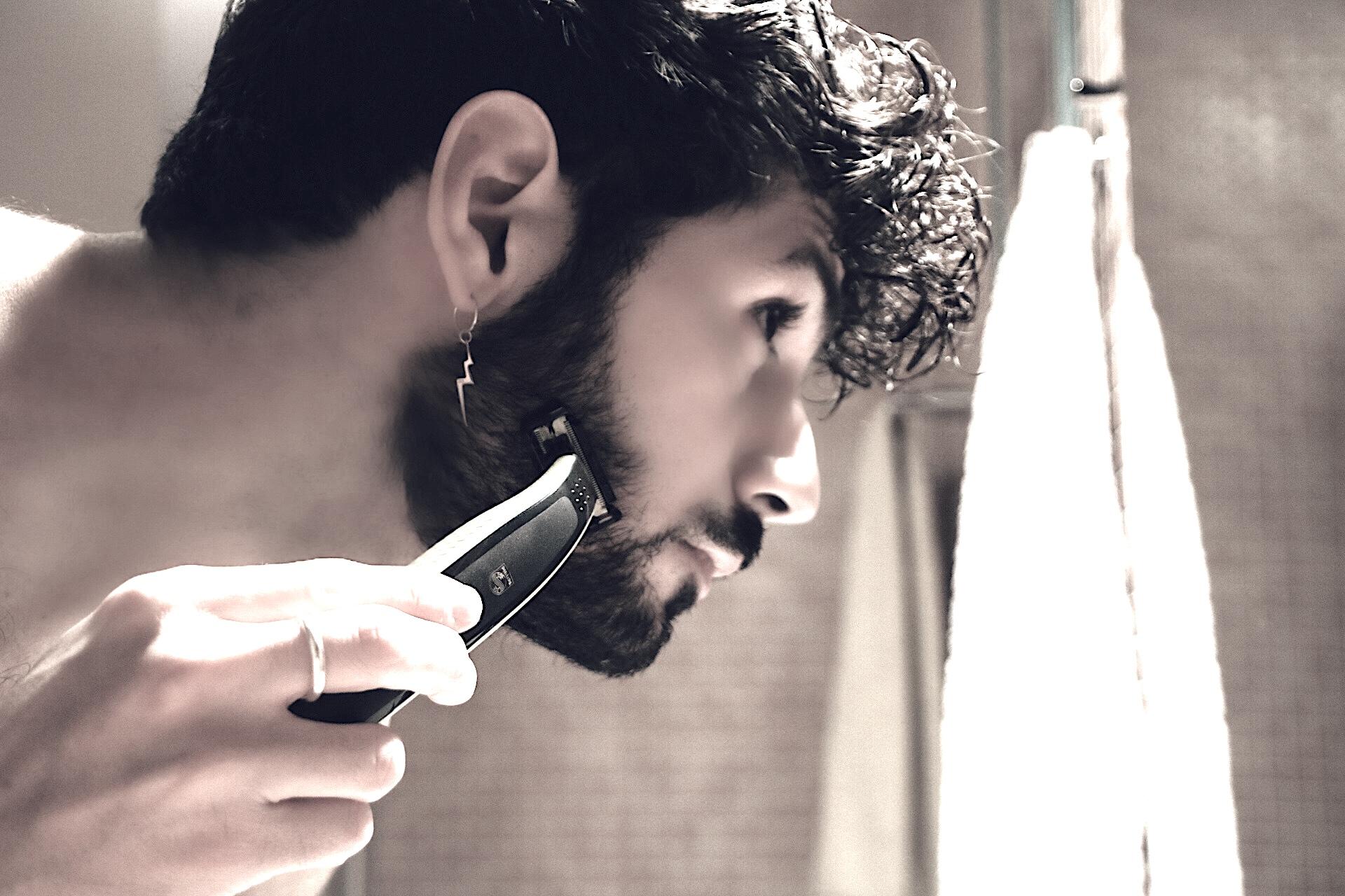 Barba folta, rasoio elettrico e look incolto: si può fare!